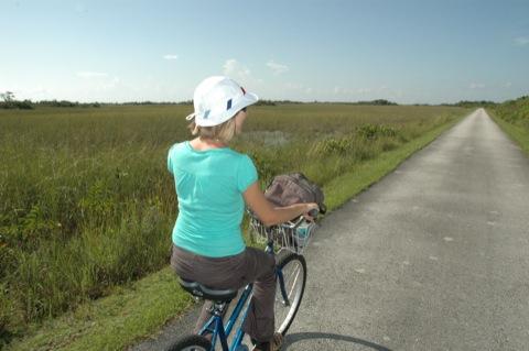 Marieke fietst door de everglades