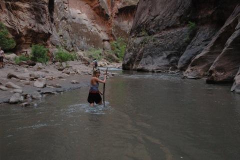 door de rivier
