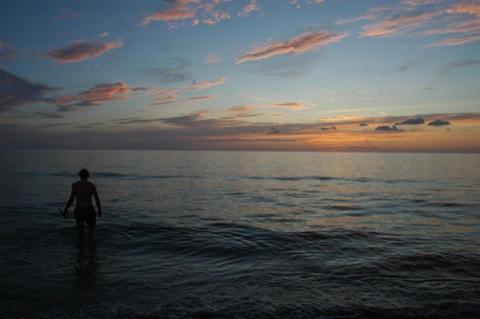 snorkelen in zonsondergang