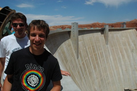 lucas en simon op glen canyon dam